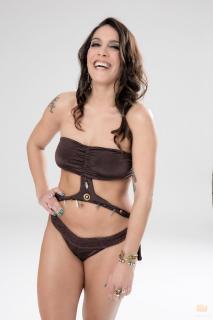 Lorena Castell en Bikini [980x1470] [89.41 kb]