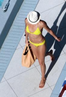 Cameron Diaz in Bikini [816x1200] [117.03 kb]