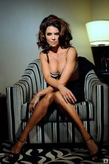 Lisa Rinna in Playboy [1068x1600] [161.48 kb]