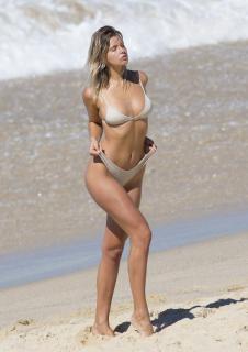 Kristina Mendonca en Bikini [2125x3000] [663.4 kb]