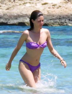 Manuela Velasco en Bikini [615x800] [100.34 kb]