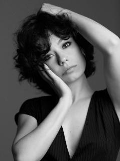 Anna Castillo en Vim Magazine [1109x1479] [212.76 kb]