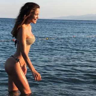 Giulia Elettra Gorietti en Bikini [750x750] [157.82 kb]