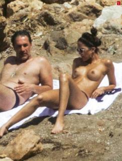 Rocío Muñoz Morales en Topless [457x600] [79.21 kb]