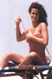Samantha De Grenet en Bikini [666x1002] [81.79 kb]