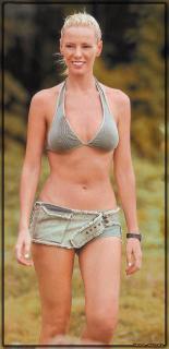Paula Vázquez en Bikini [744x1530] [148.55 kb]