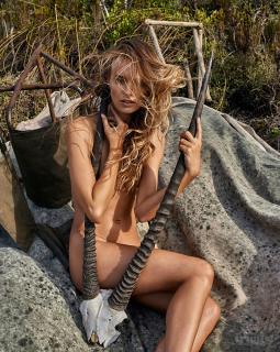 Maya Stepper en Treats! Magazine Desnuda [799x1000] [337.92 kb]