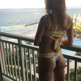 Eugenie Bouchard en Bikini [1080x1080] [242.56 kb]