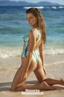 McKenna Berkley en Si Swimsuit 2017 Bodypaint [1280x1920] [304.56 kb]