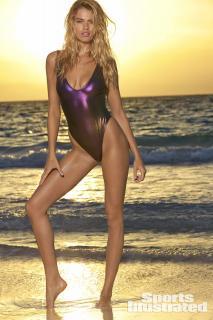 Hailey Clauson en Si Swimsuit 2018 [1280x1920] [378.31 kb]