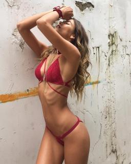 Marly Velásquez en Bikini [740x925] [181.85 kb]