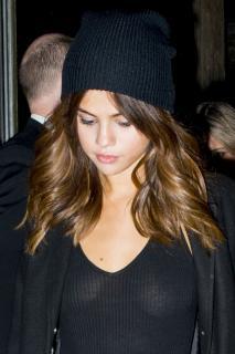 Selena Gomez [1389x2084] [583.31 kb]
