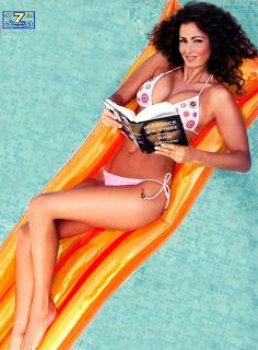 Samantha De Grenet en Bikini [812x1100] [150.15 kb]