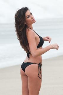 Jasmine Waltz en Bikini [682x1024] [82.64 kb]