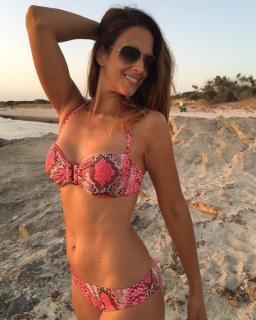 Nuria Fergó en Bikini [1080x1350] [259.91 kb]