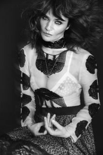 Helena Christensen en Vogue [1500x2250] [690.98 kb]