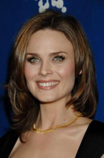 Emily Deschanel [675x1024] [65.58 kb]