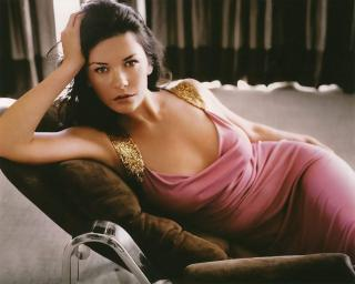 Catherine Zeta Jones [1200x961] [115.33 kb]
