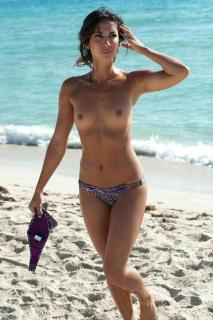 Leilani Dowding en Topless [1200x1800] [256.73 kb]