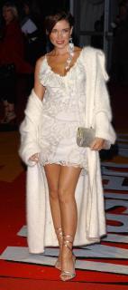 Dannii Minogue [890x2000] [199.08 kb]