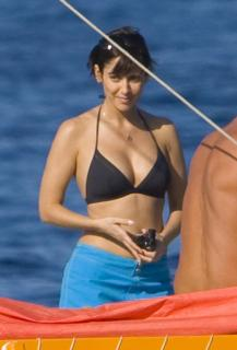 Natalie Imbruglia in Bikini [1200x1764] [117.97 kb]