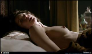 Caitriona Balfe en Outlander Desnuda [1940x1140] [274.23 kb]