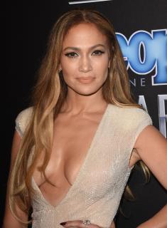 Jennifer Lopez [2432x3300] [870.16 kb]