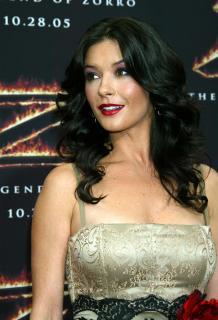 Catherine Zeta Jones [1750x2560] [518.24 kb]