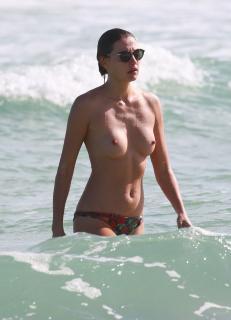Alina Baikova en Topless [2166x3000] [658.43 kb]