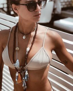 Cristina Marino en Bikini [1080x1350] [258.53 kb]
