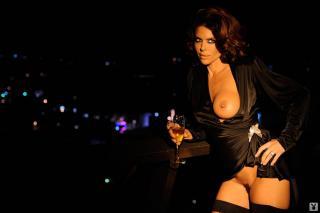 Lisa Rinna in Playboy Nuda [1600x1068] [82.92 kb]