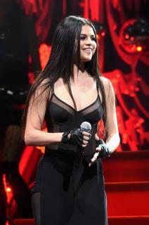 Selena Gomez [1064x1600] [251.53 kb]