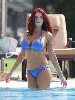 Amy Childs en Bikini [800x1064] [142.09 kb]