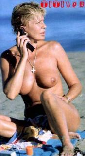Bárbara Rey en Topless Desnuda [329x600] [35.67 kb]