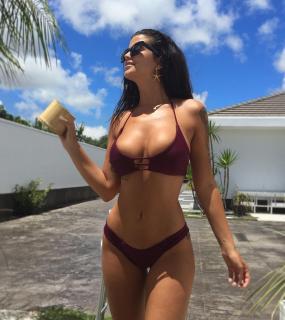 Lola Ortiz en Bikini [1080x1211] [163.8 kb]