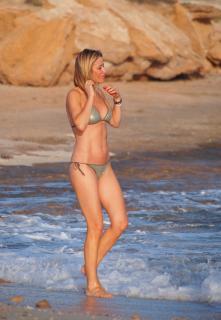 Susanna Griso en Bikini [2659x3837] [1024.83 kb]