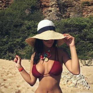 Lola Ortiz en Bikini [700x700] [168.31 kb]