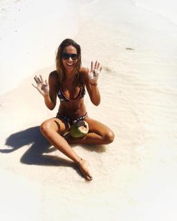 Lara Álvarez en Bikini [1080x1350] [139.57 kb]