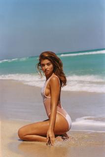 Daniela Lopez Osorio en Bikini [1600x2395] [600.82 kb]