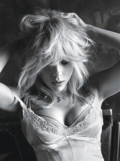 Scarlett Johansson en W Magazine [1199x1600] [382.62 kb]