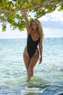 Christie Brinkley en Si Swimsuit 2017 [1280x1920] [510.64 kb]