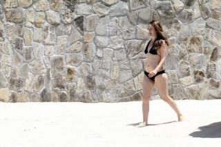 Alicia Silverstone en Bikini [600x400] [76.59 kb]