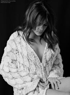 Adriana Ugarte en Vim Magazine [1049x1421] [288.44 kb]