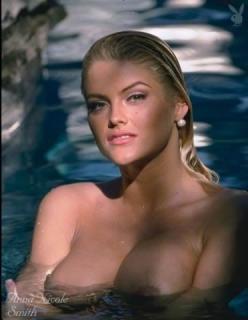 Anna Nicole Smith [372x480] [21.21 kb]