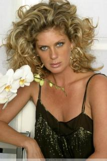 Rachel Hunter [683x1024] [94 kb]