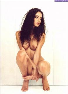 Carla Collado in Max Nude [697x959] [76.09 kb]