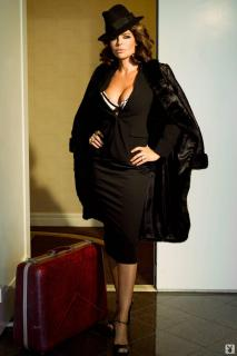 Lisa Rinna in Playboy [1068x1600] [122.11 kb]