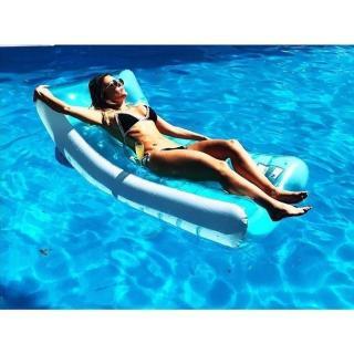 Lorena Gómez en Bikini [700x700] [99.15 kb]