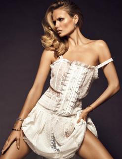 Natasha Poly en Vogue [1766x2279] [580.04 kb]