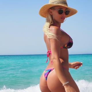 Laura Gadea in Bikini [1080x1080] [138.48 kb]